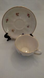 Collectible-Arabia-Tea-Cup-and-Saucer-Made-in-Finland