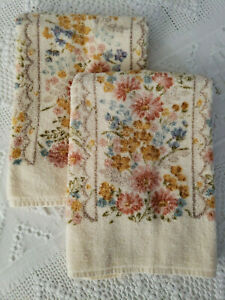 Vintage-Hand-Towels-Utica-Multi-Color-Floral-USA-Made-Cotton-Pair-Set-Of-2