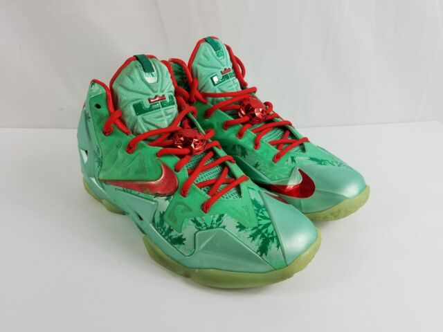 c2fef74f77eee NIKE LeBron 11 XI Christmas Green Glow Red Lakers Shoe 616175-301 Size 8.5