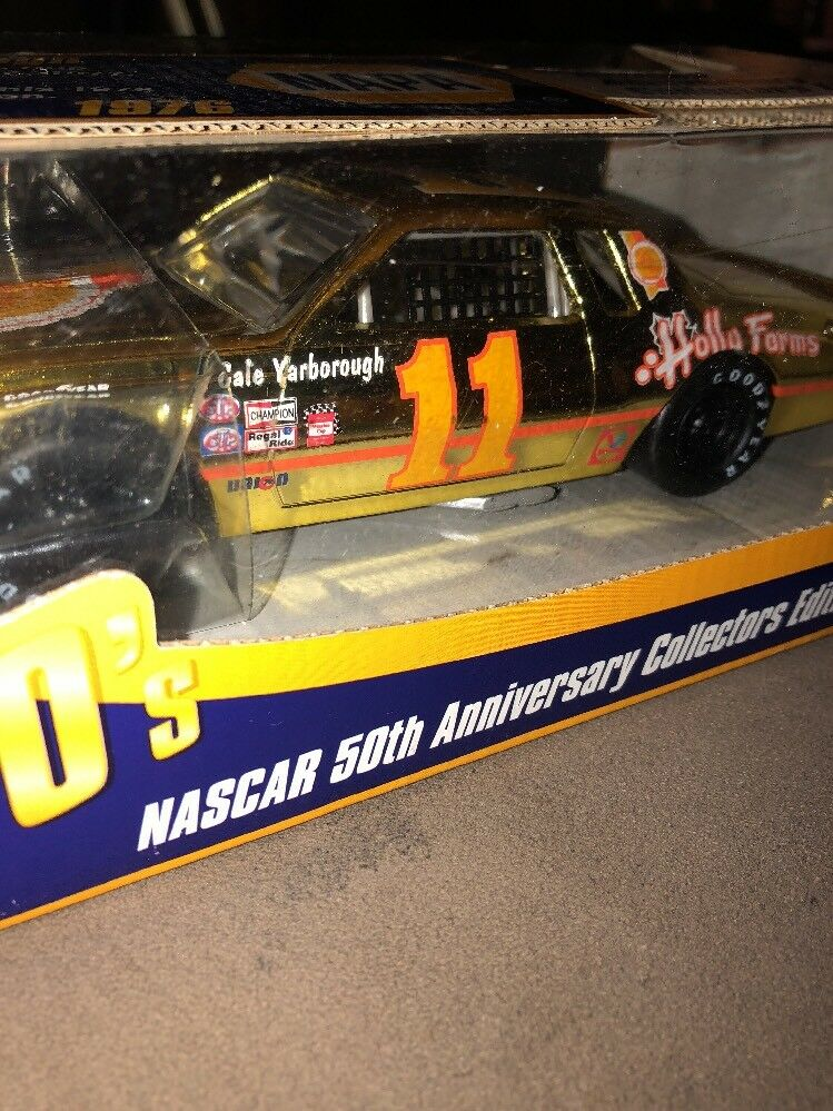 Cale Yarborough-  11 1976 oro Holly Farms Chevy-NAPA NASCAR 50th-1 24 Diecast