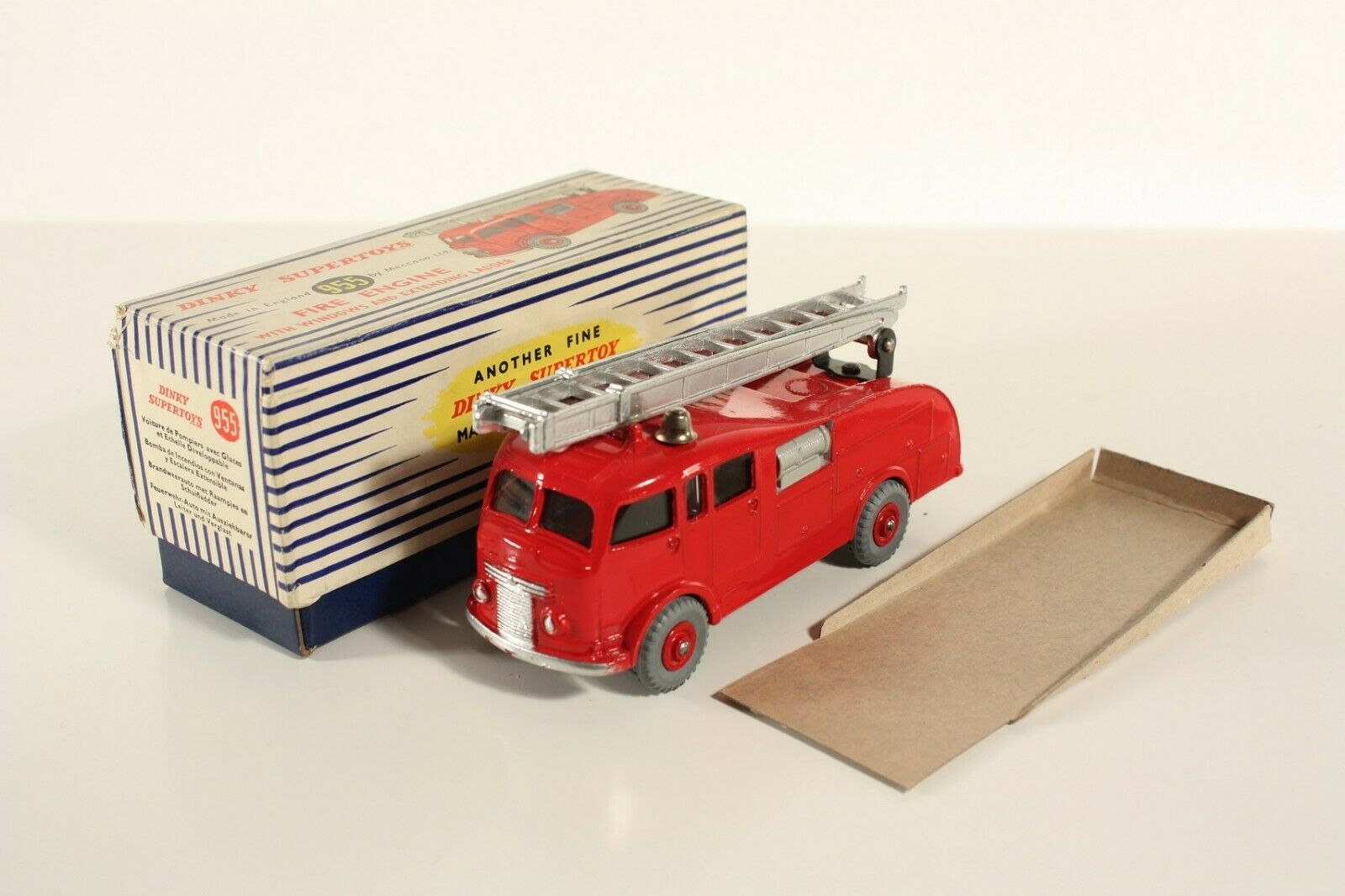 DINKY TOYS 955, Fire Engine, Comme neuf Dans Box  ab2236