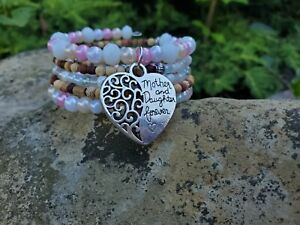 Womens-mother-daughter-charm-beaded-memory-wire-bracelet-White-pink-wooden-Beads