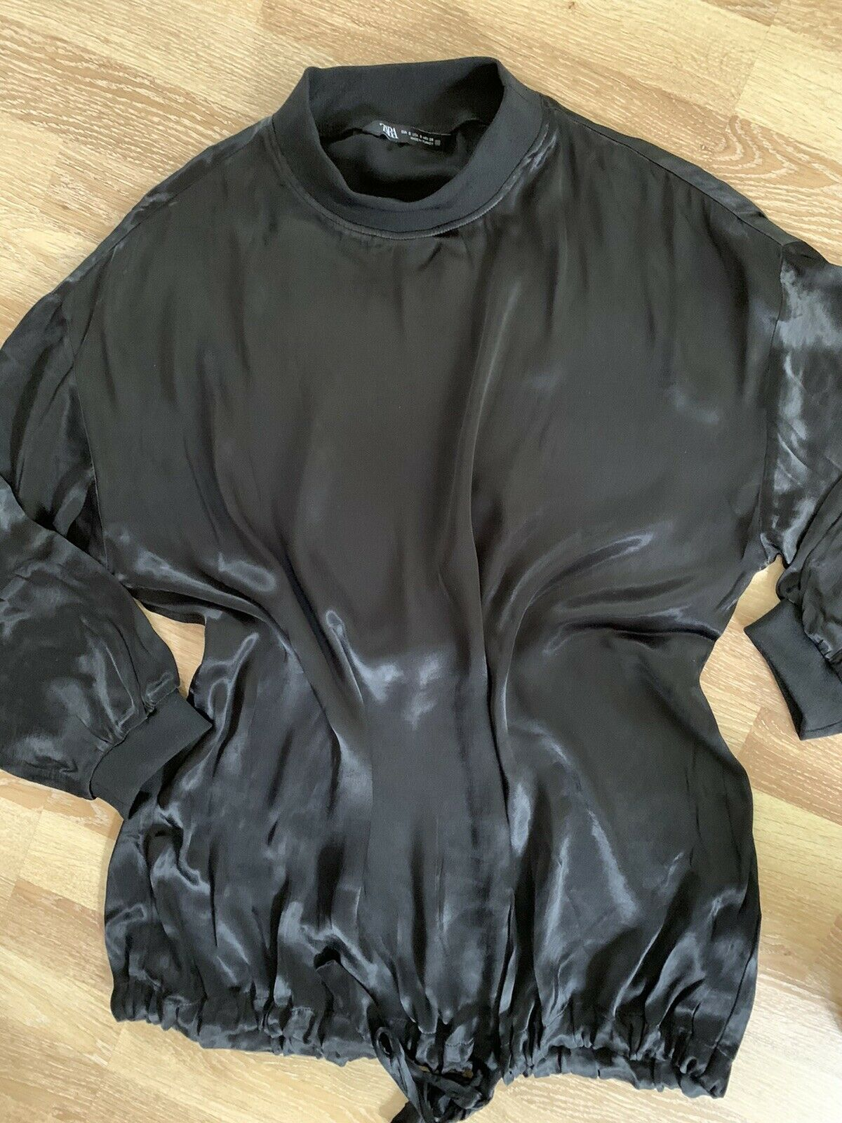 Zara:: Amazing Sweatshirt in Size S/M: Black-Gloss + NEW ***