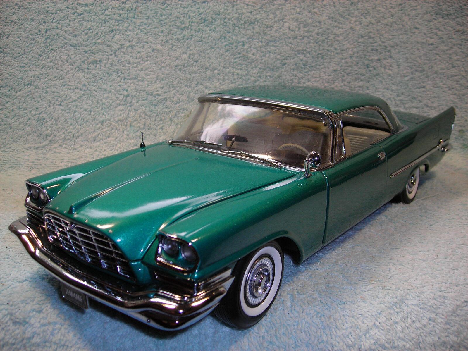 1/18 1957 CHRYSLER 300C HEMI IN METALLIC verde BY ERTL COLLECTIBLE MINT.
