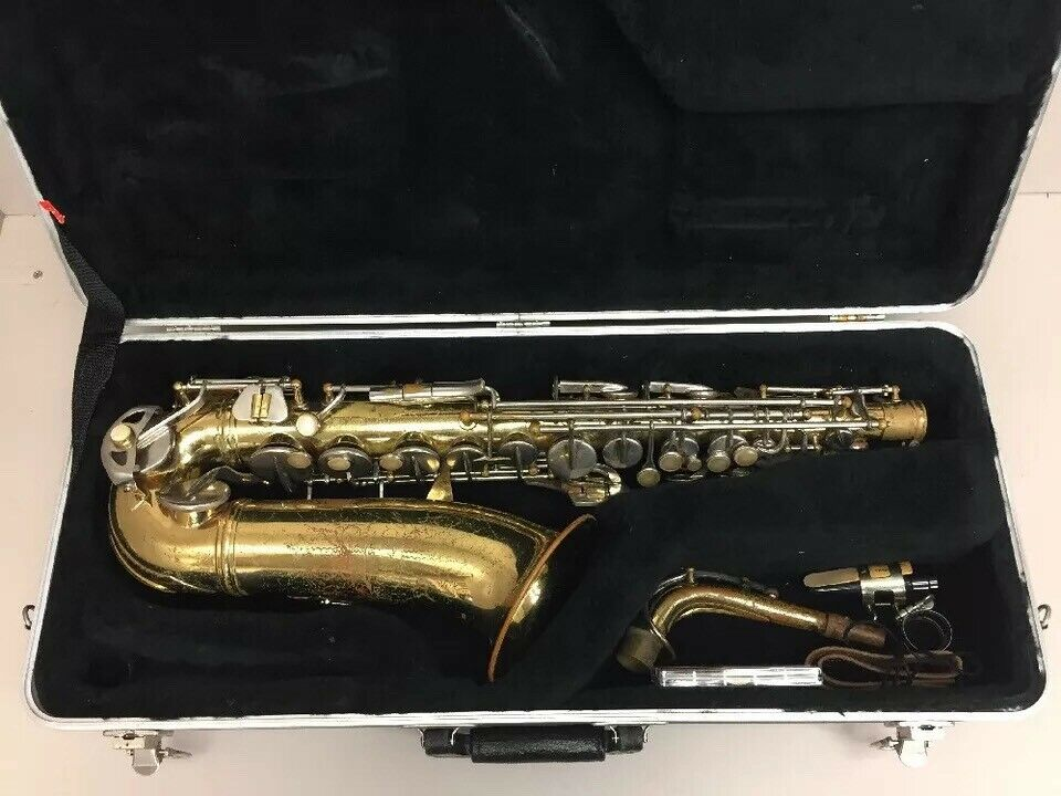 CONN USA Saxophone W  Mouthpiece & SKB Case
