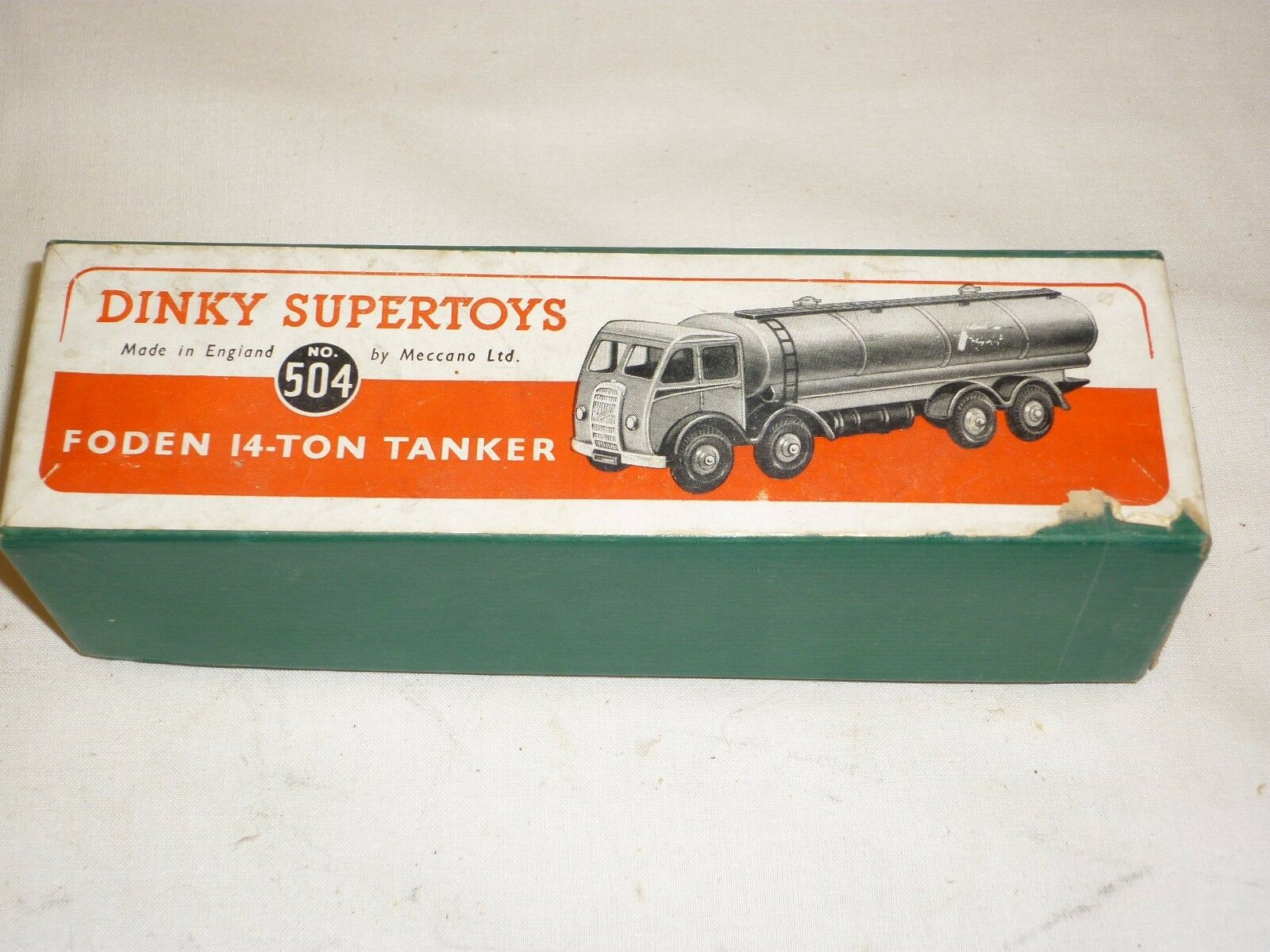Dinky superSpielzeugs  Foden 14 Ton  tanker truck Mobilgas, in early Box,