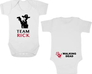 En Herbe Team Rick New Body/croissance/gilet/ange, Nouveau-né Cadeau, Baby Shower, Walking Dead-vest/romper, Newborn Gift, Baby Shower, Walking Dead Fr-fr Afficher Le Titre D'origine