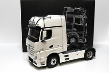 1:18 NZG Mercedes Actros FH25 GigaSpace white DEALER NEW bei PREMIUM-MODELCARS