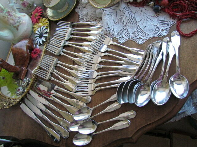 Gloria Oneida Deluxe Stainless Mixed lot 43 Dinner Forks Knives Soup Tea Spoons