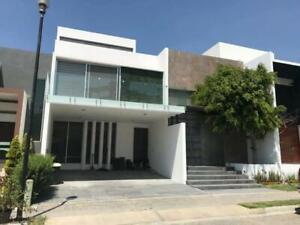 Casa en Renta en Lomas de Angelópolis II