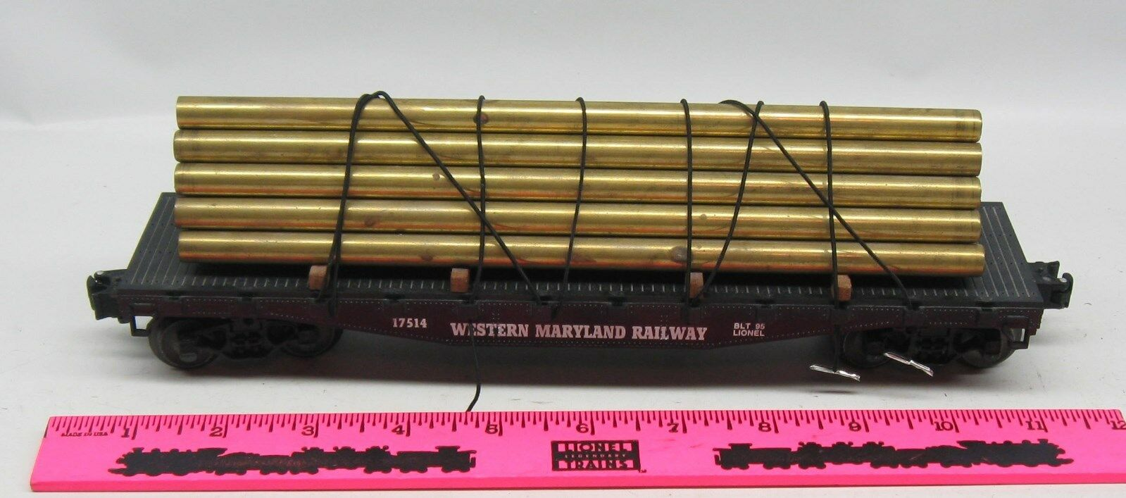 Lionel  17514 Western Maryland Railway flatcar with metal pipes