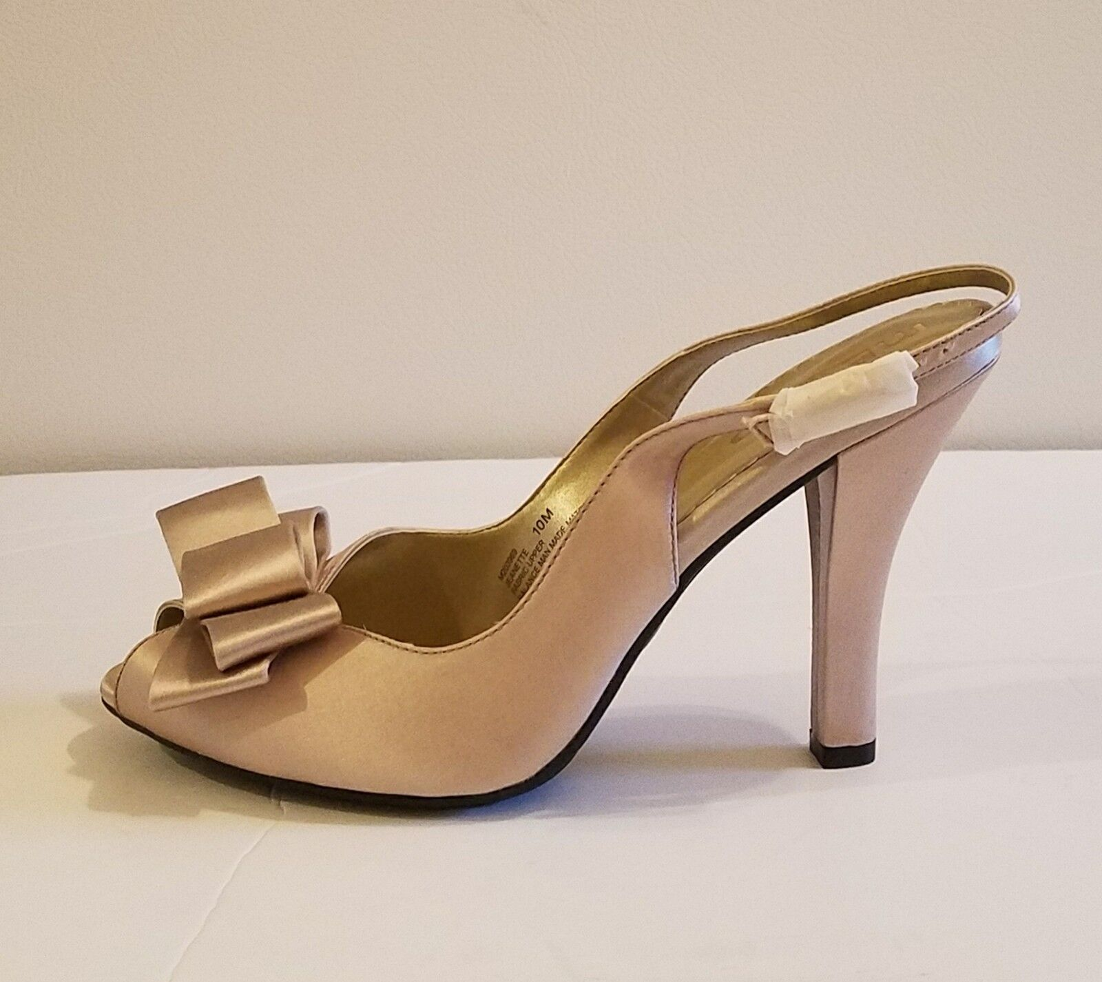 Me Too Ladies' Peeptoe Jeanette Satin Bow Sandals Champagne  sz 10m As is