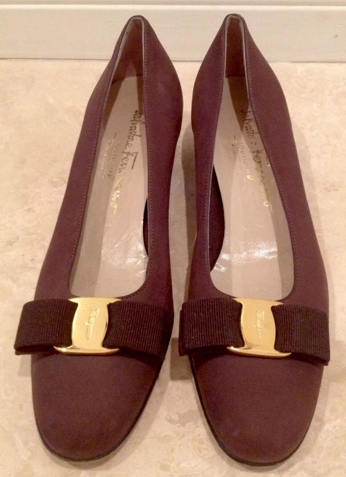SALVATORE FERRAGAMO Brown Suede Leather gold Vara Bow Pump Heel 8 4A