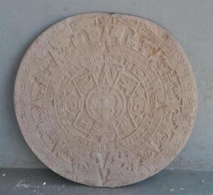 Moule-ancien-d-039-atelier-de-platrier-staffeur-rosace-motifs-precolombiens