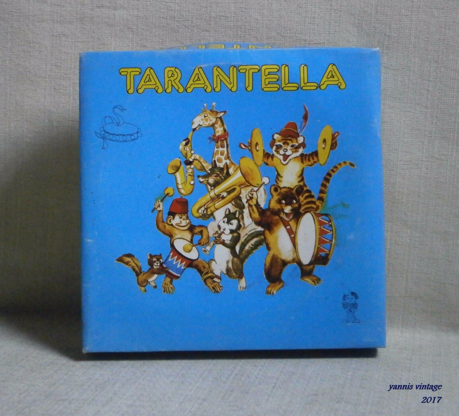 TARANTELLA   NIB Tambourine TIN AND PLASTIC MADE IN GREECE GREEK VINTAGE RARE