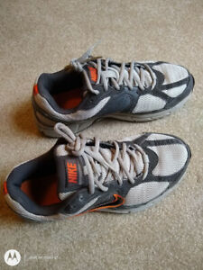 atómico fantasma construcción  Nike Dart 7 SUPPORT/IMPACT Groove 8.5 US WIDE NIKE 101951179 | eBay