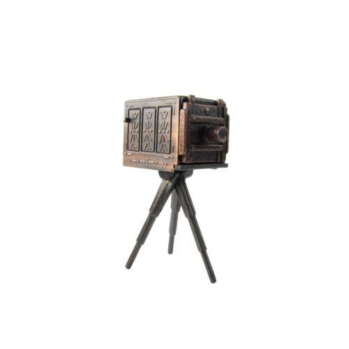 1:16 3//4 Scale Miniature Bellows Box Camera Dollhouse Accessory Pencil Sharpener