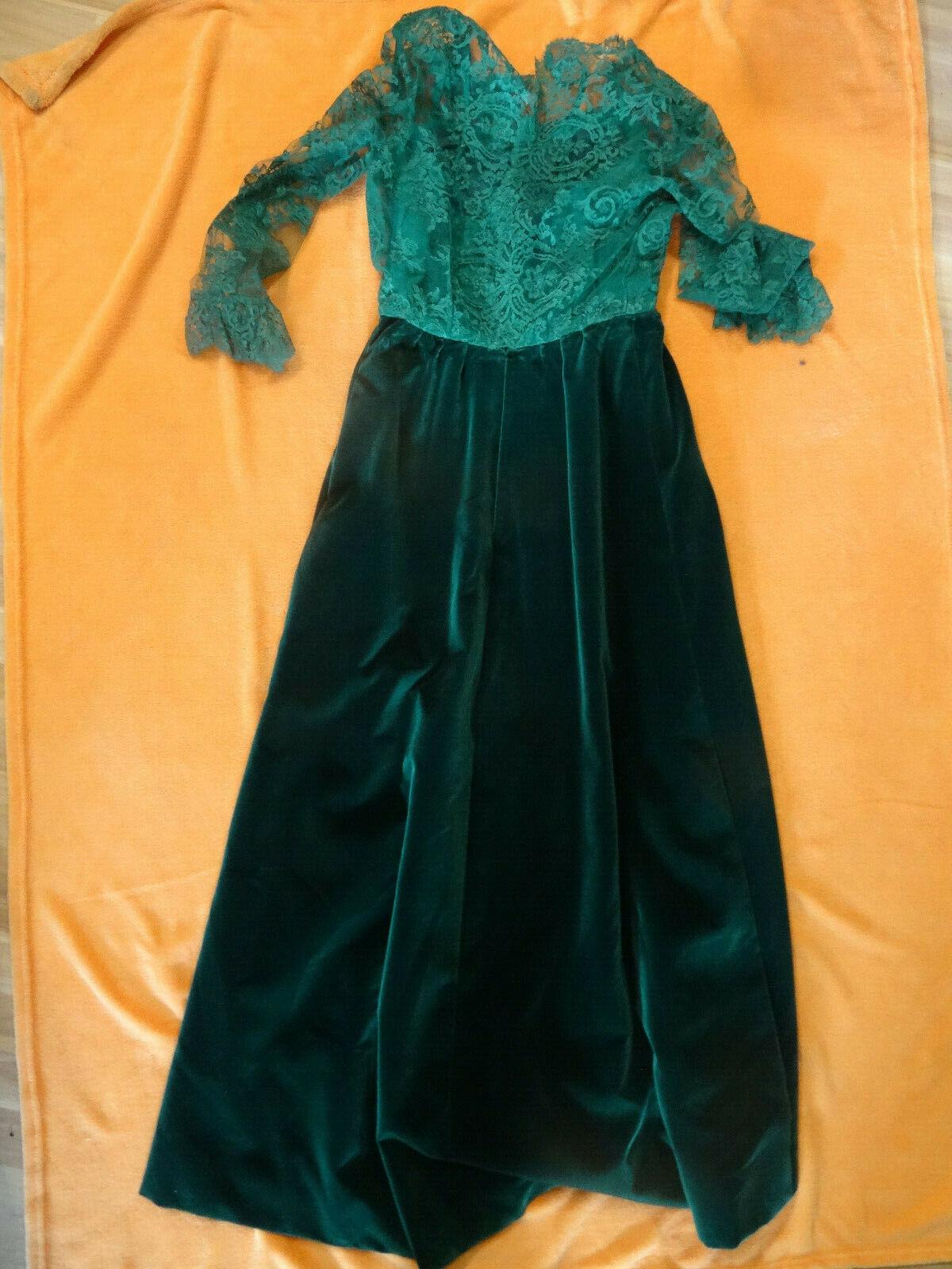 Tolles Abendkleid von Uki Richter dunkelgrüner Samt mit hellgrünen Rüschen  H32