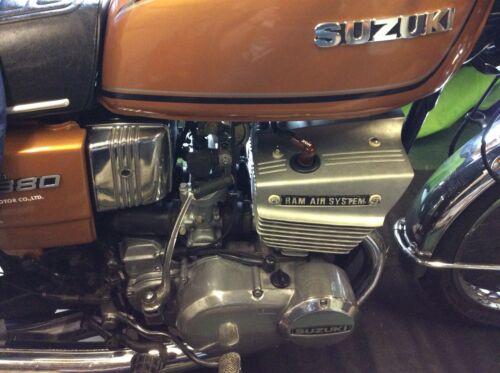 SUZUKI GT380 GT550 Moto Ram Air Bougie oeillets 33545-34000