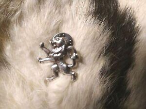 Pin-039-s-lion-argente