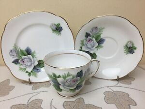 Duchess-White-Rose-Tea-Trio-Tea-Cup-Saucer-amp-Side-Plate-Superb-Condition