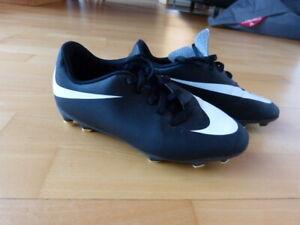 Fussball Schuhe neu Größe 34 Nike