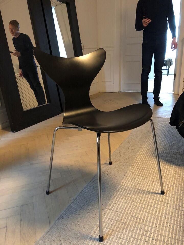 Arne Jacobsen, Mågen/Liljen, Spisebordsstol