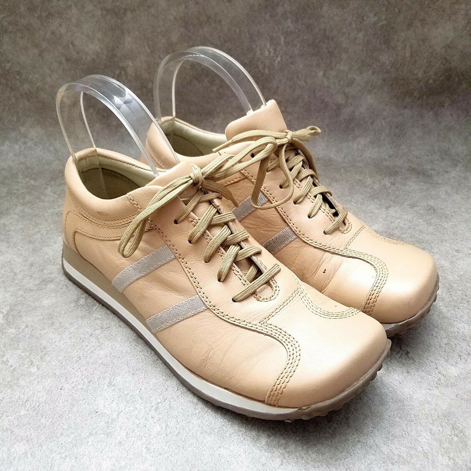 Steve Madden Womens Bubbbles Size 8 Tan Lace Up Low Wedge Driving Sneakers