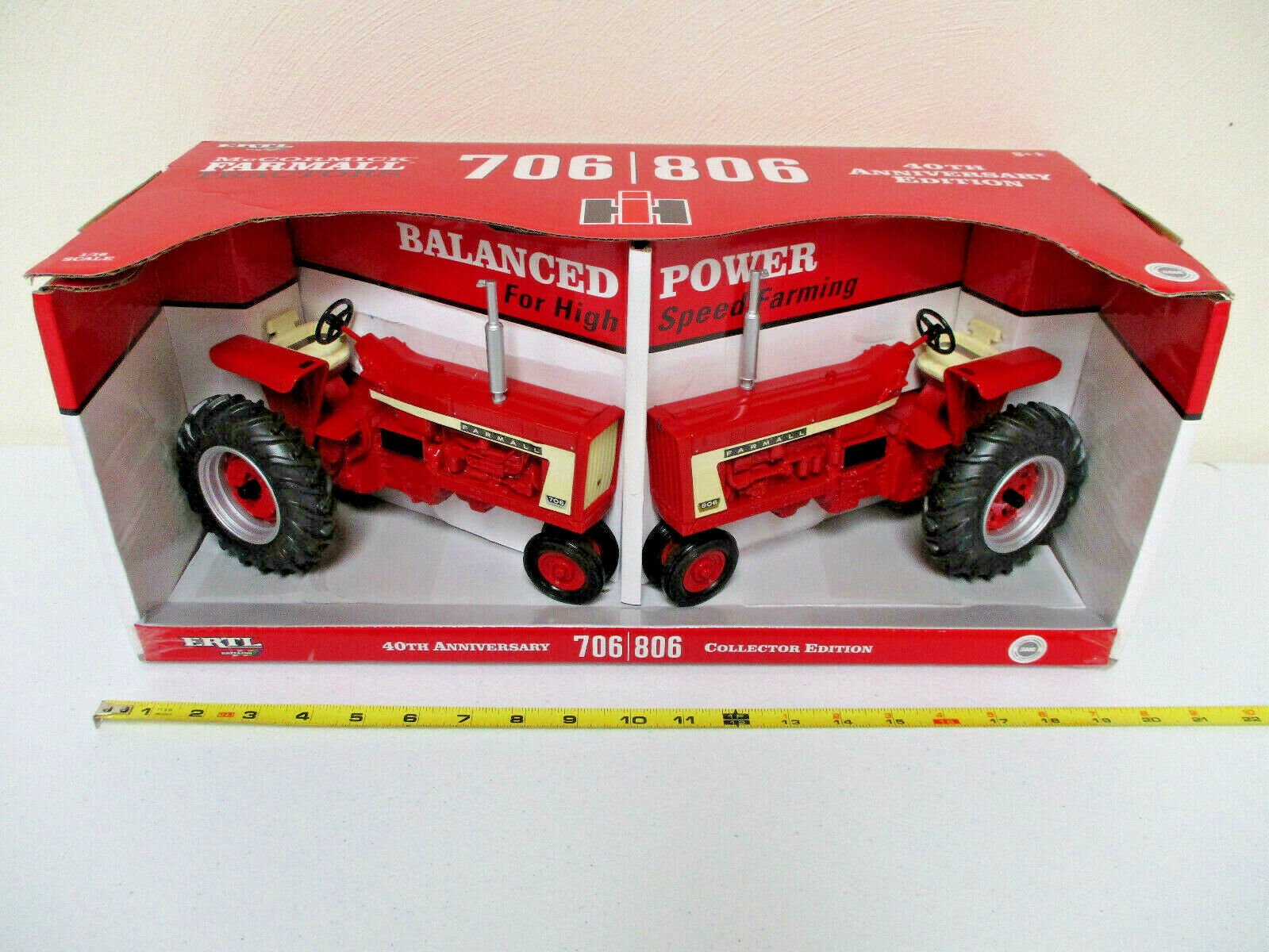 FARMALL 706 & 806 40th anniversaire Collector Edition Set by ERTL échelle 1 16th