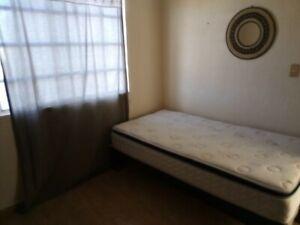 Habitación individual en renta para dama, facturación, con servicios, cerca de HP y Periférico.