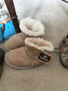 Ugg-Slippers-Kids-Size-5-Approx