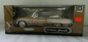 Road-Signature-1958-Pontiac-Bonneville-Convertible-1-18-Scale-Diecast-Model-Car