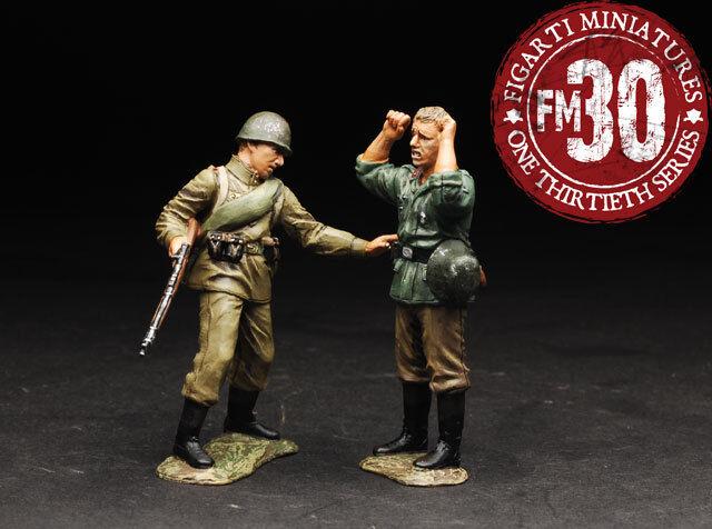 FIGARTI MINIATURE WW2 RUSSIAN EFR-016 RUSSIAN SOLDIER TAKING GERMAN PRISONER MIB
