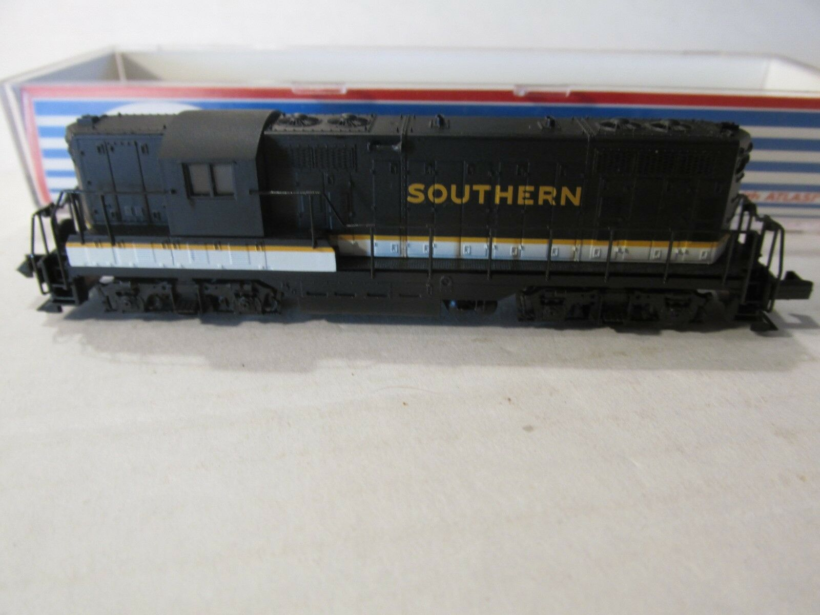 ATLAS  SOUTHERN GP-7 PHASE 2 POWERED LOCOMOTIVE -- NO N SCALE