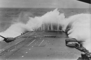 HMS-VICTORIOUS-Encounters-Heavy-Weather-With-Waves-WW2-War-Photo-034-4-x-6-034-inch-B
