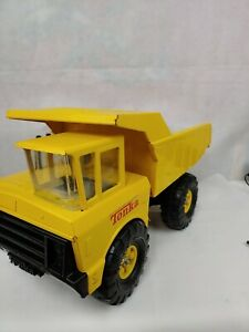 Vintage-TONKA-MIGHTY-DUMP-TRUCK-Yellow-Construction-Pressed-Metal-Steel-Toy-A7