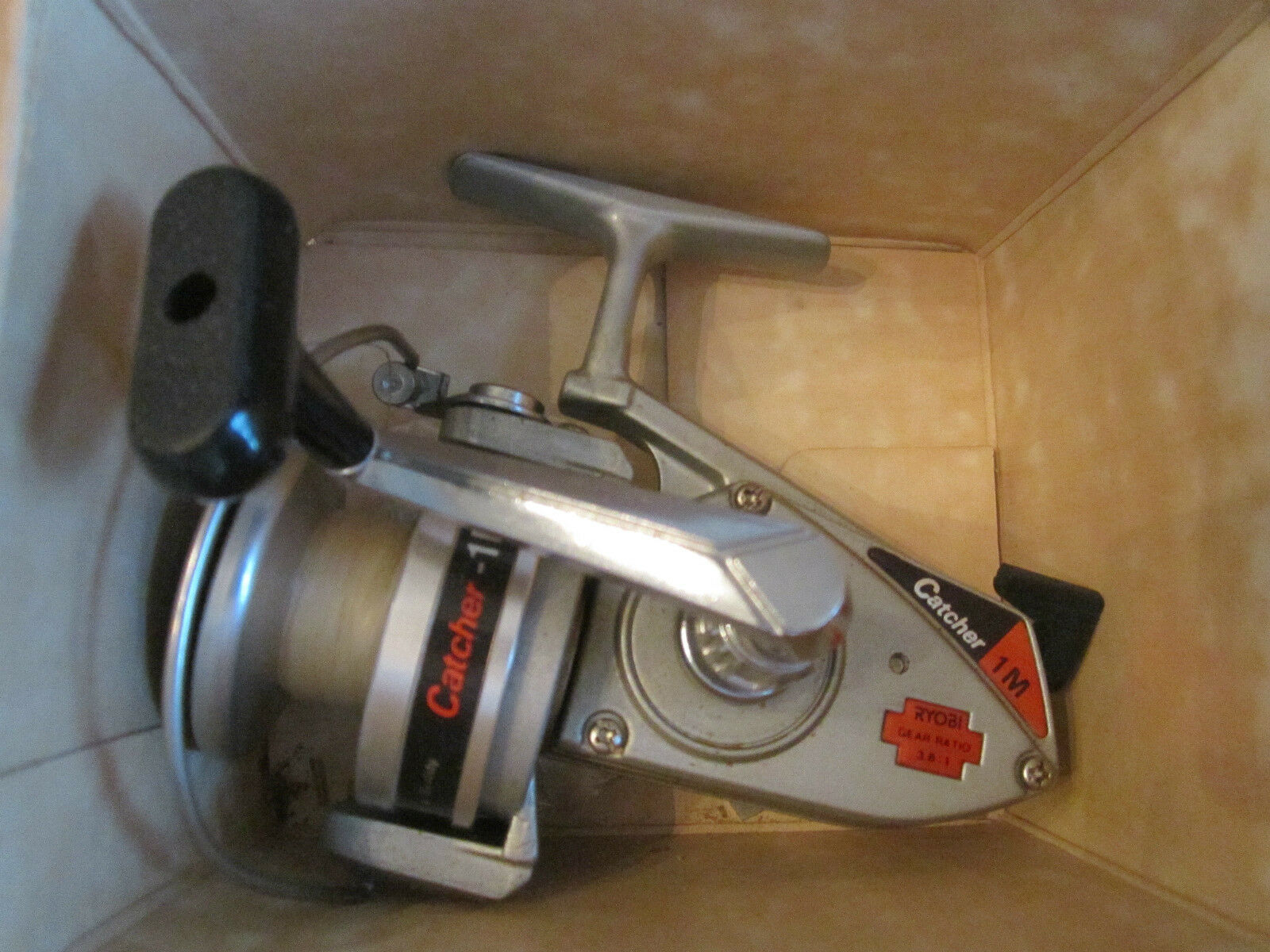 RYOBI CATCHER - 1M FISHING REEL - IN THE ORIGINAL BOX - WORKS GREAT - TUB T