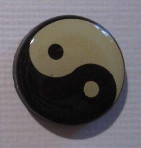 Yin /& Yang 2,5 cm Magnet Pin NEU A52v