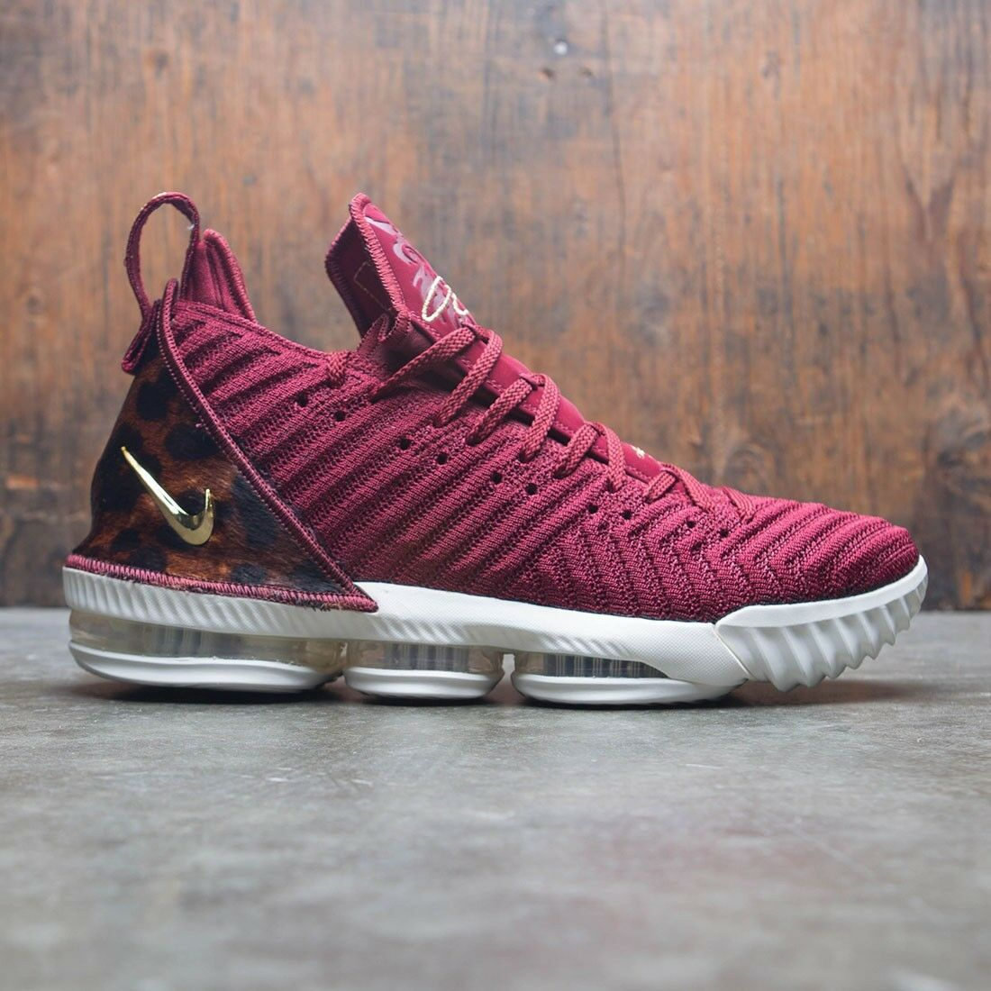 Nike LeBron 16 XVI King Red gold Size 15. AO2588-601