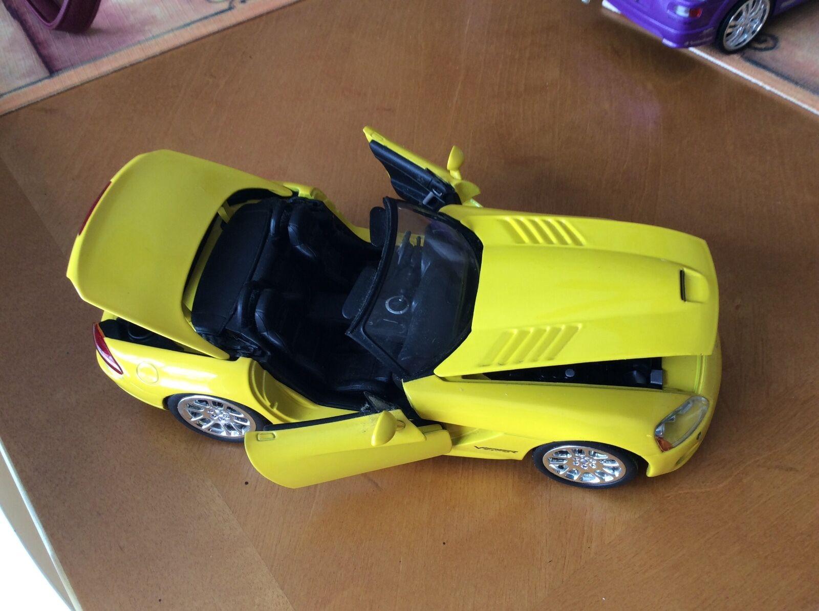 Dodge Viper 2001 TM Universal Studios Rápido y Furioso, giallo hecha por ERTL