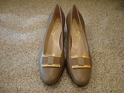 New SALVATORE FERRAGAMO 8.5B Taupe Beige Leather Classic Low Heels!