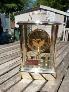 LOVELY-VINTAGE-BATTERY-CARRIAGE-MANTEL-CLOCK-BY-RHYTHM-JAPAN