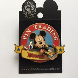 DLR-Pin-Trading-2006-Mickey-Mouse-3D-Dangle-NEW-Disney-Pin-43552
