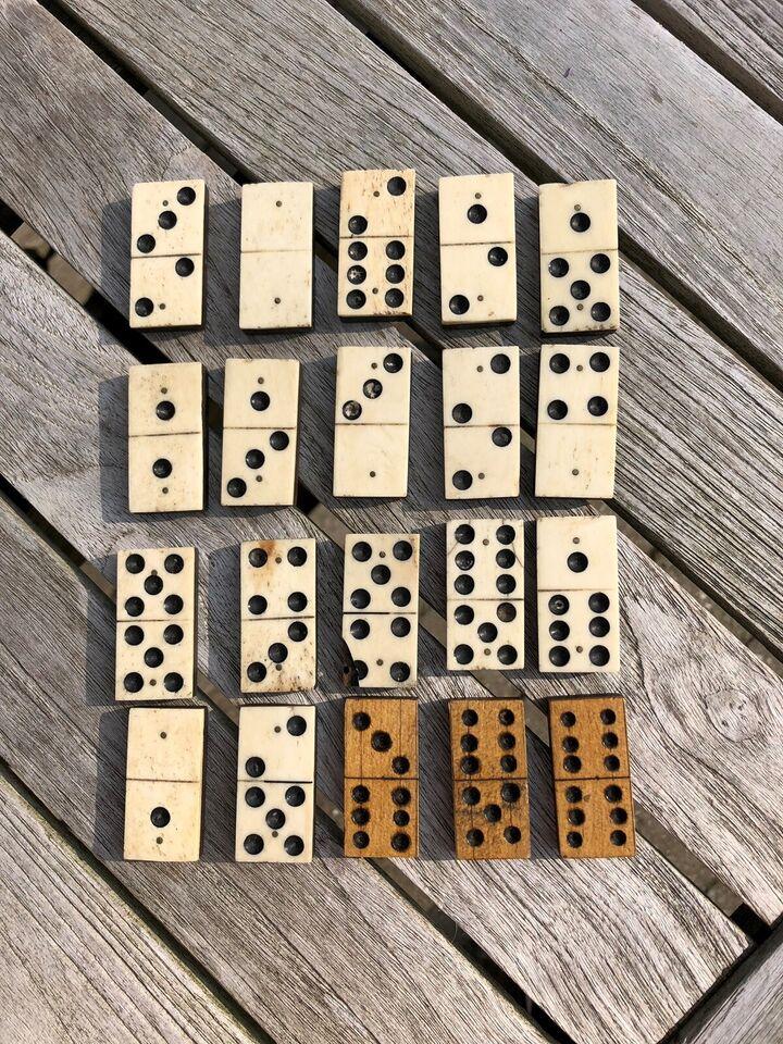 Spil, Antikke dominobrikker