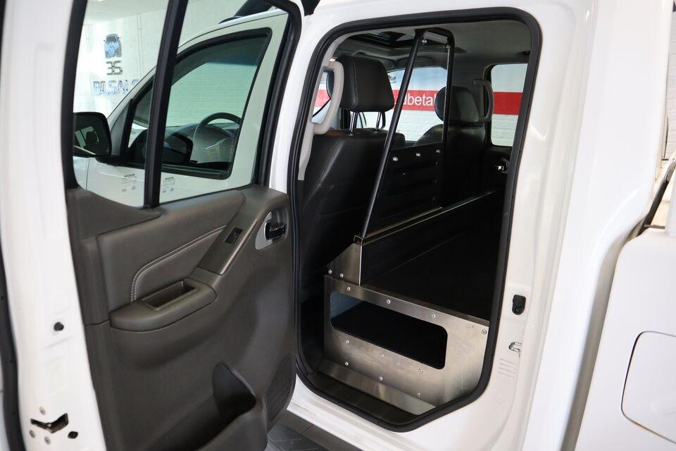 Nissan Navara 3,0 dCi 231 Db.Cab LE aut. Diesel aut.