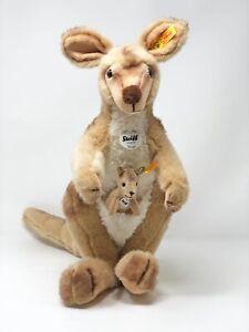 Steiff-Kaenguru-Kango-mit-Baby-40-cm-Plueschtier-Nr-064623-wie-neu-unbespielt