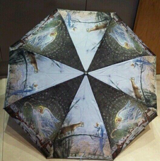 High quality wind resistant umbrella.