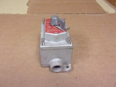 NEW IN BOX CROUSE HINDS HAZARDOUS LOCATION 2 SWITCH CONDULET DSD 921