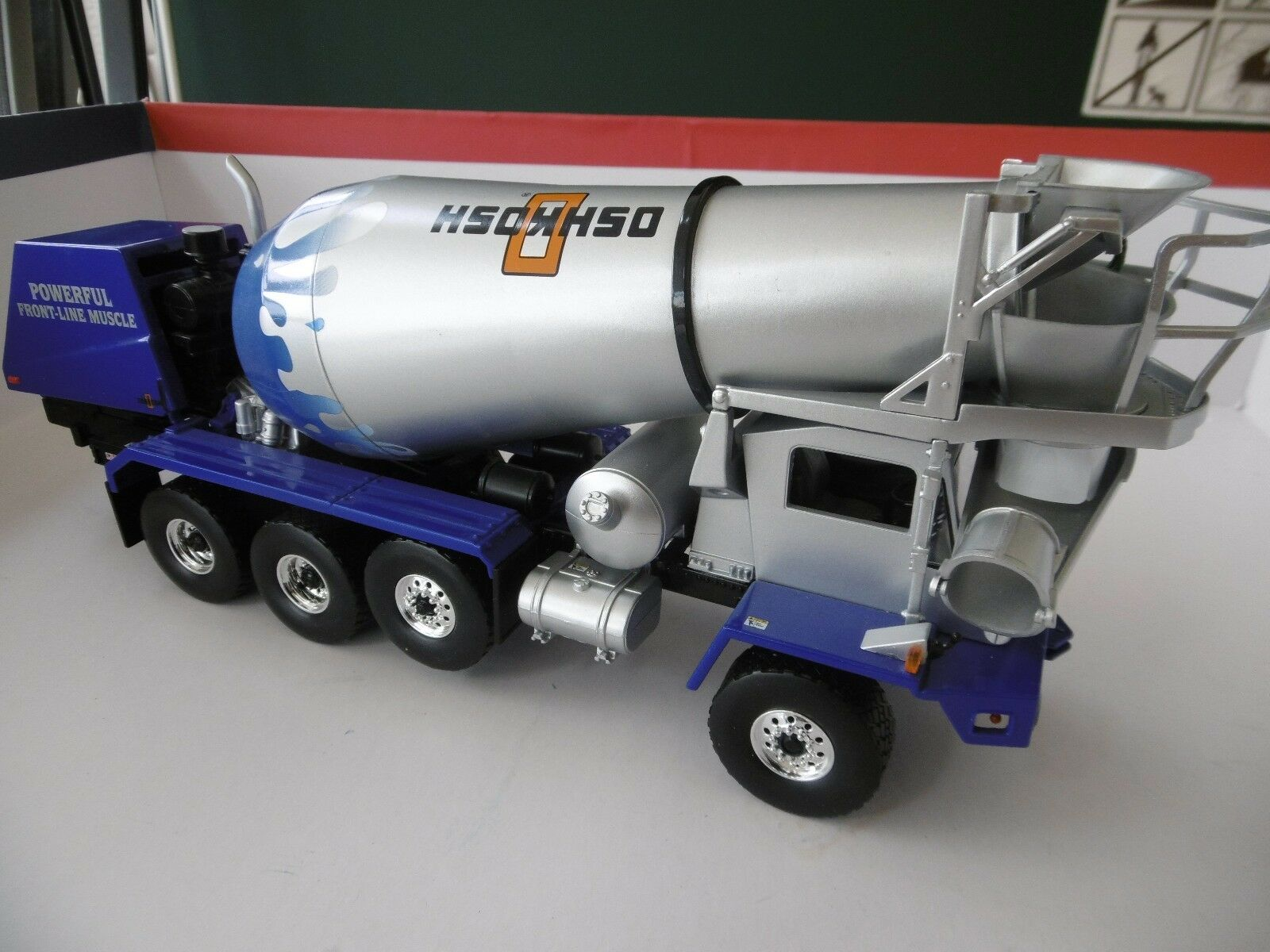 First Gear No 19-3229 Oshkosh front discharge mixer  1 34 scale