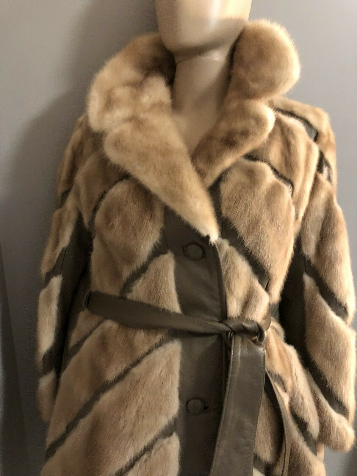 Gorgeous Blonde Mink and Leather Coat by Jay Lennad  Furs Chesnut Hill sz  SM
